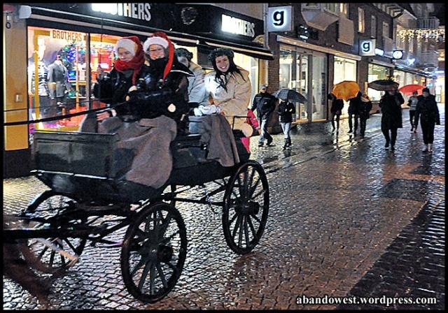 Luciatärnor på väg mot torget - Varberg - 2014 -12-07